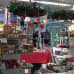 Jouluisia tavaroita kaupassa.