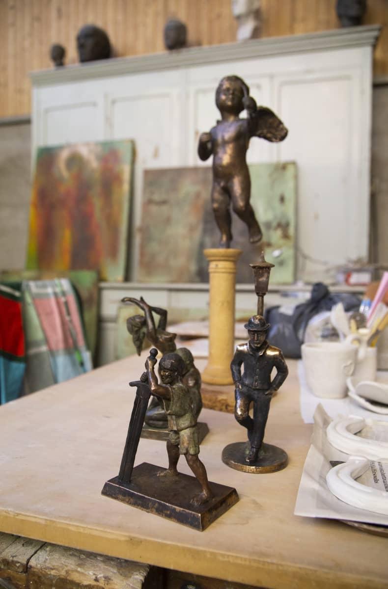 Aittakallion ateljee, työtiloja ovat käyttäneet taiteilijapariskunnan lisäksi myös monet tutut taitelijakollegat ja taiteen harrastajat.