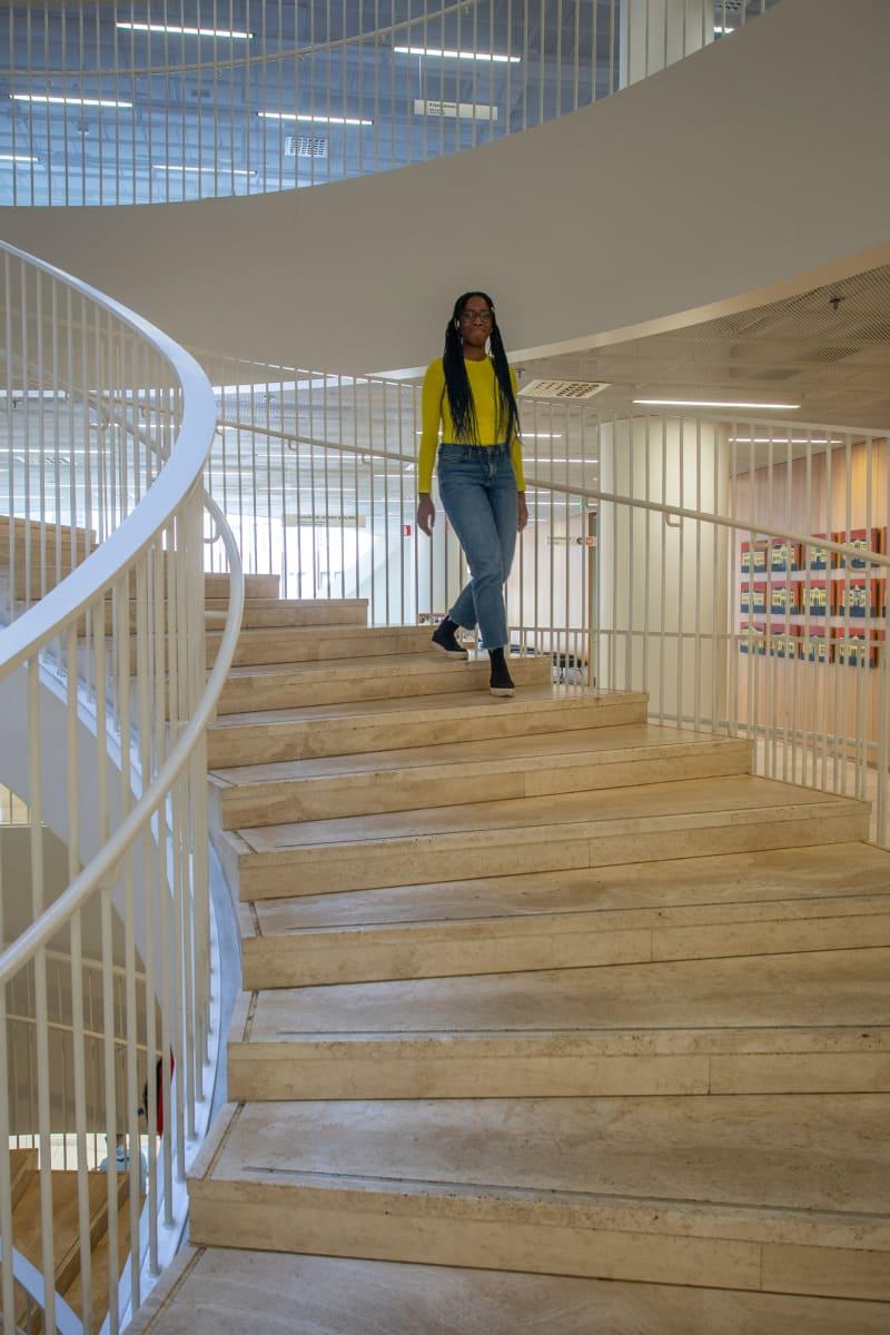 Kolme tarinaa siitä, miksi terapiatakuu on tarpeellinen. Kuvassa Jenny Kasongo.