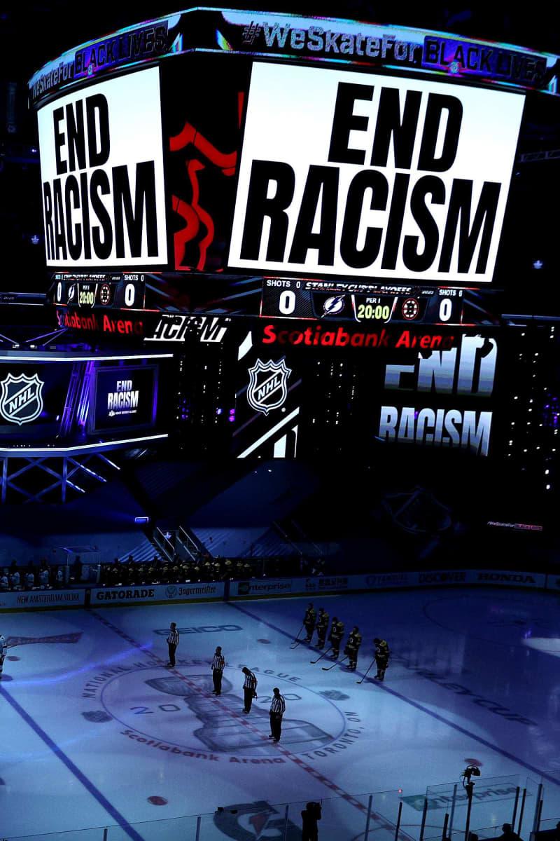 Hiljaista hetkeä pidetään Kenoshan ampumisen takia 26. elokuuta Torontossa NHL:n pudotuspelien aikana.