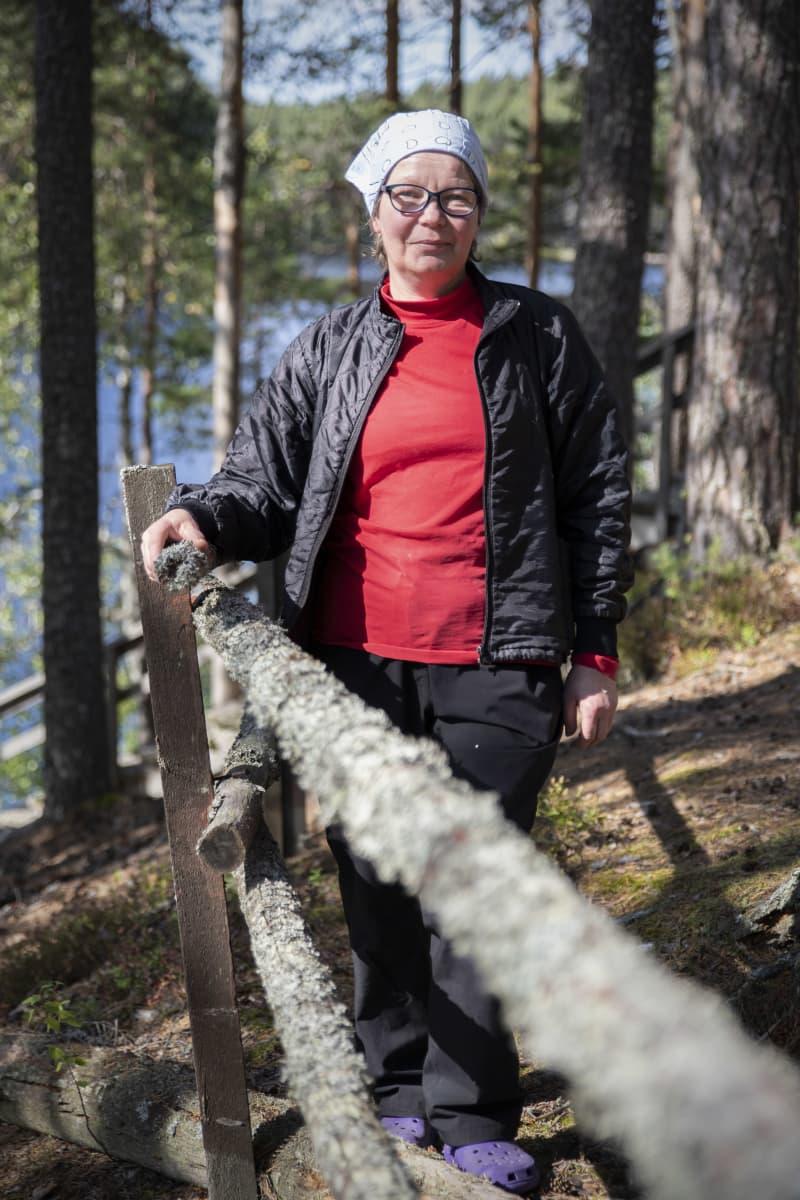 Nina Tähti Petkeljärven kansallispuistossa.