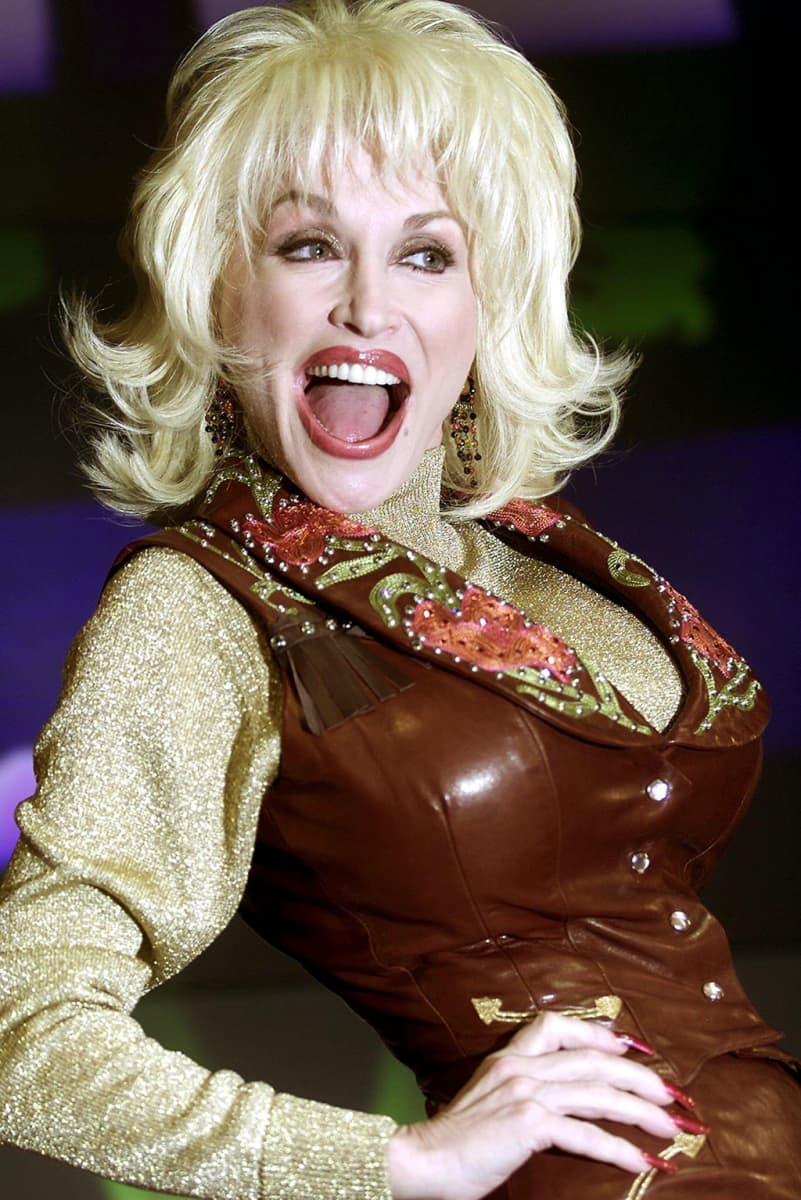 Dolly Parton Lontoossa vuonna 2001.