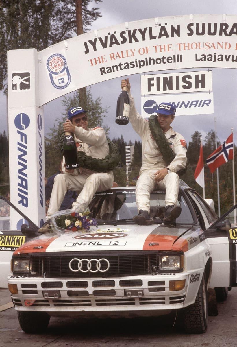 Hannu Mikkola juhli Audilla uransa seitsemättä Jyväskylän voittoa vuonna 1983 yhdessä ruotsalaisen Arne Hertzin kanssa.