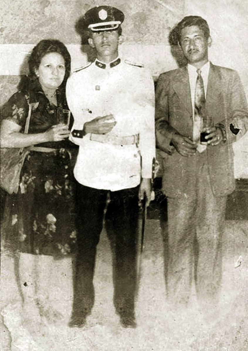 Chávez vanhempiensa seurassa.