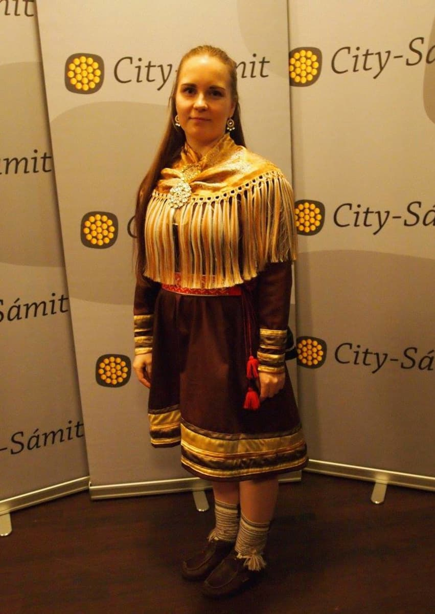Taija Hietanen Oulu universitehta sámegiela ja sámiid kultuvrra studeanttaid ávnnassearvi  Gieku ságadoalli