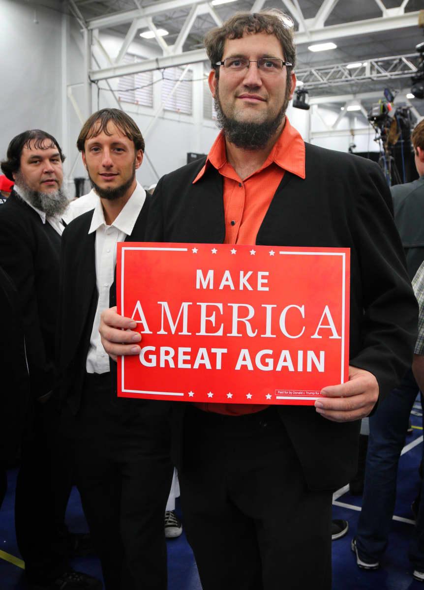 Amissi Steve Labb tukee Trumpia uskonnollisista syistä. Manheim, Pennsylvania.
