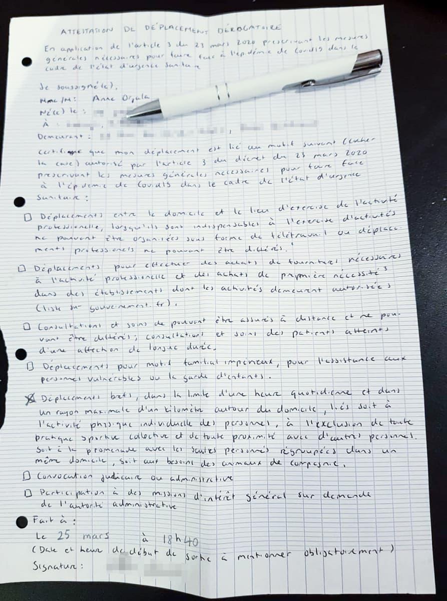 Pitkä käsinkirjoitettu ranskankielinen dokumentti.