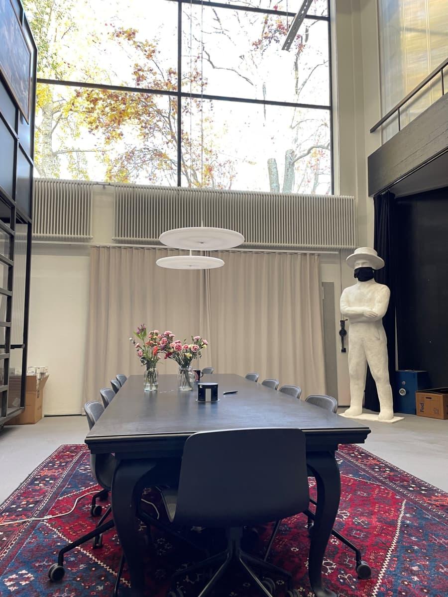 Joillekin yrityksille oma toimitila on brändin osa. Esimerkiksi Solar Films toimii omistamassaan, suojellussa rakennuksessa Lauttasaaressa.