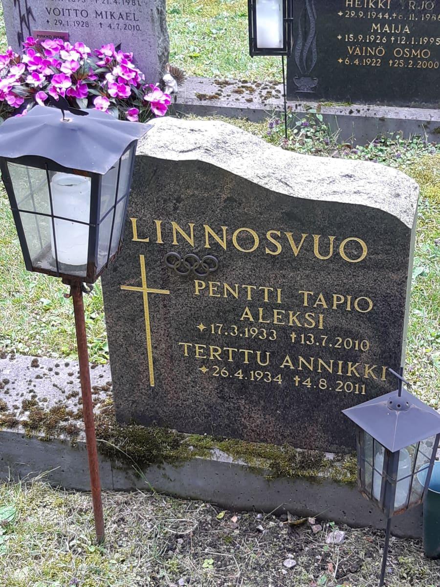 Pentti Linnosvuon hauta
