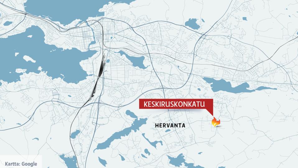 Tampereen Ruskossa Sammutetaan Suuren Teollisuushallin Tulipaloa