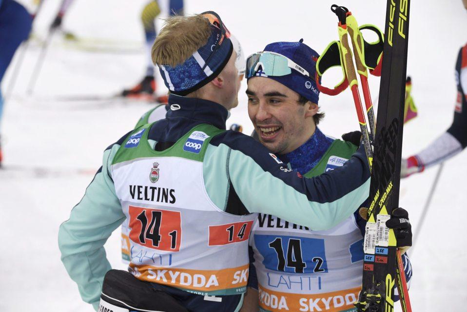 Iivo Niskanen (vas.) ja Ristomatti Hakola olivat toisia Salpausselän pariviestissä.