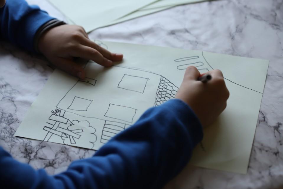 Lapsen piirustus.