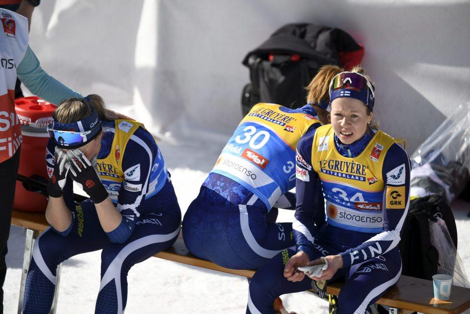 Anne Kyllönen (vas.), Katri Lylynperä ja Laura Mononen sprinttikarsinnan jälkeen.