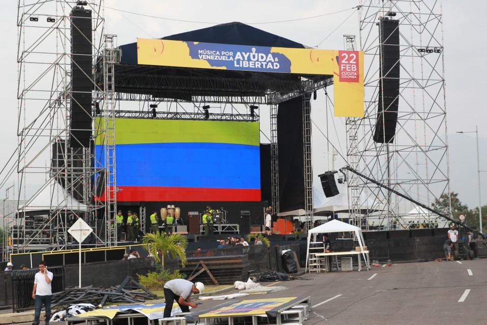 Konserttilavaa pystytetään Cúcutassa Kolumbiassa