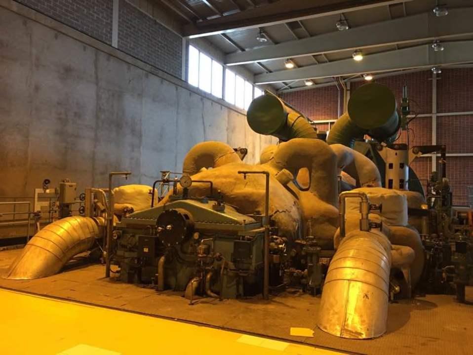 Vaskiluodon voimalaitoksen vanhalta puolelta löytyy jännittäviä laitteita.