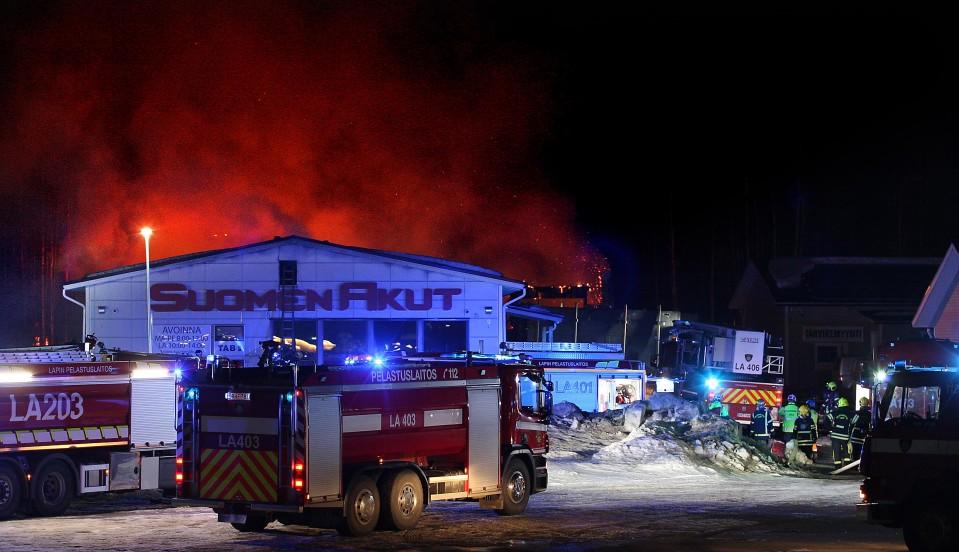Rovaniemellä tuhoutui akkumyymälä rajussa tulipalossa – Kaleva: Palosta syntyy myrkyllisiä kaasuja