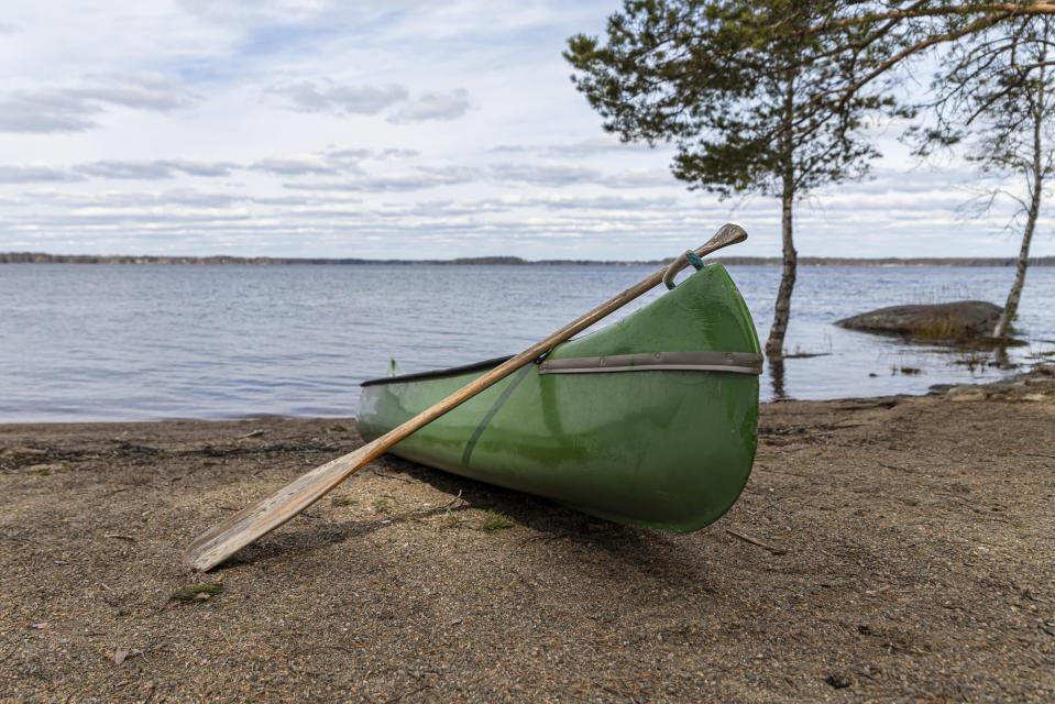 Kanootti Kyyjärven leirintäalueen rannassa