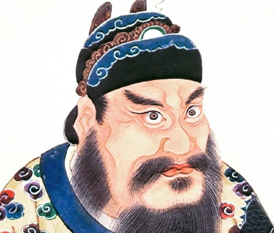 Piirroskuva tuimailmeisestä parrakkaasta miehestä koristeellisissa vaatteissa.