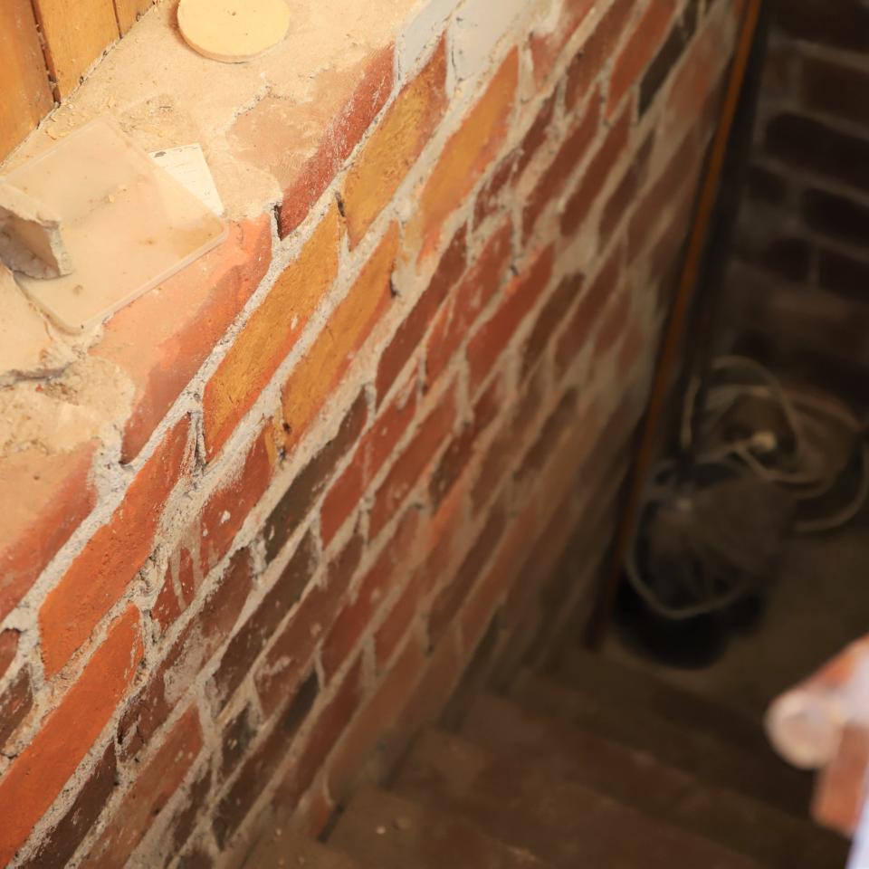 Portaat kellariin vanhassa talossa.